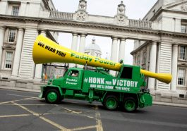 paddy-power-vuvuzela-paddy-power-12-21-homepage-pic-3